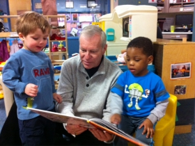Bill Bravener reading to kids