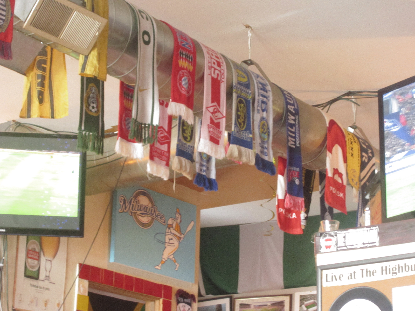 Highbury Pub Scarves