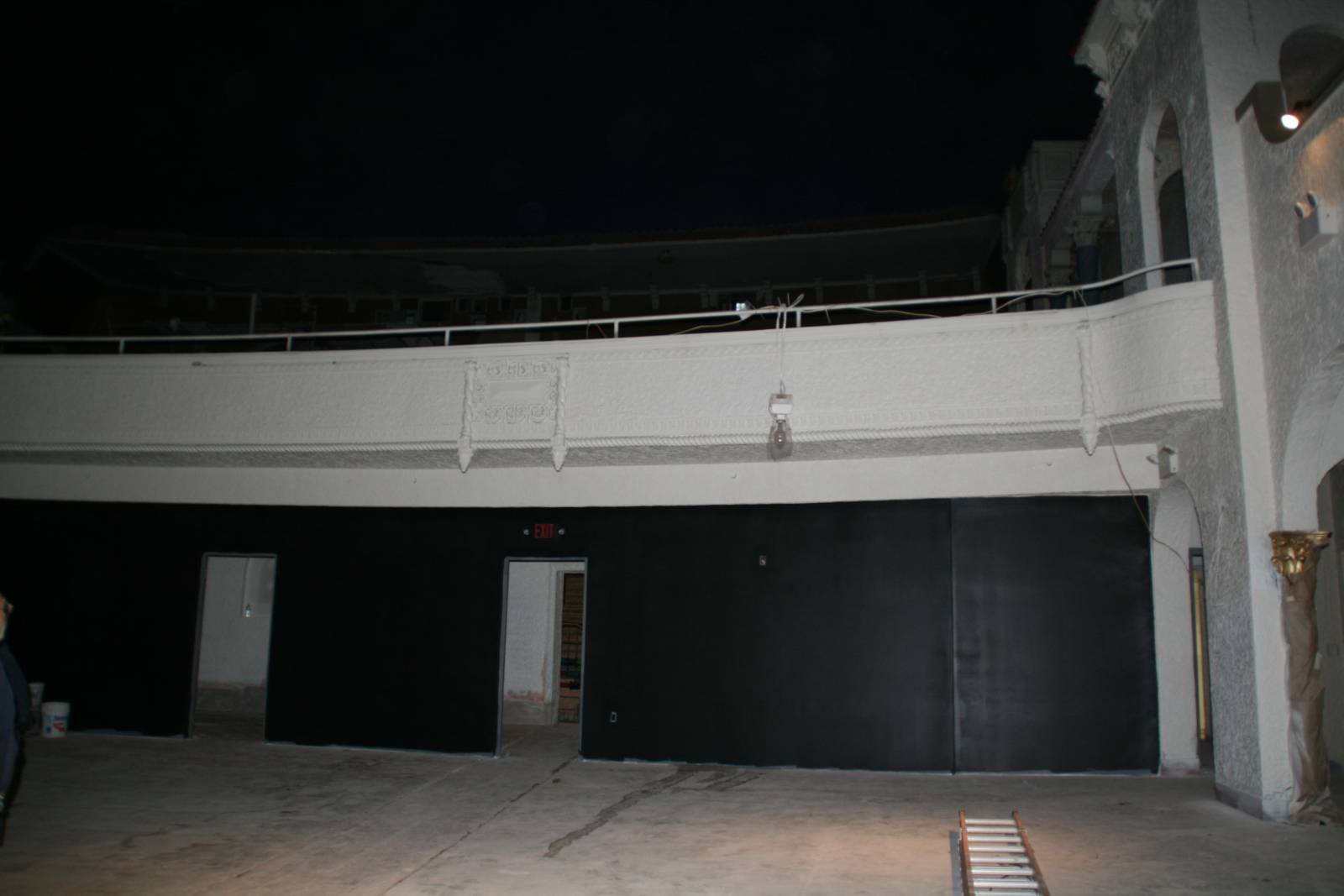 Eyes on milwaukee return of the avalon theater urban for Open balcony in a theatre