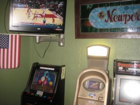Newport Lounge
