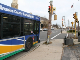 Route 15 Bus on Kinnickinnic