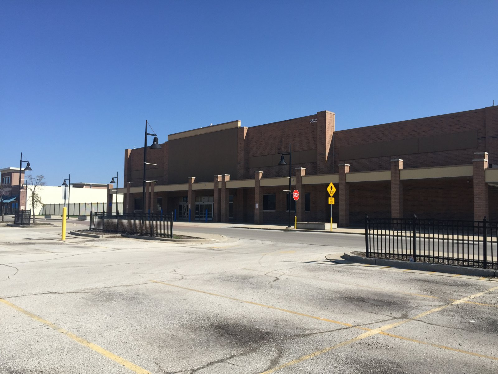 Vacant Wal-Mart at 5825 W. Hope Ave.