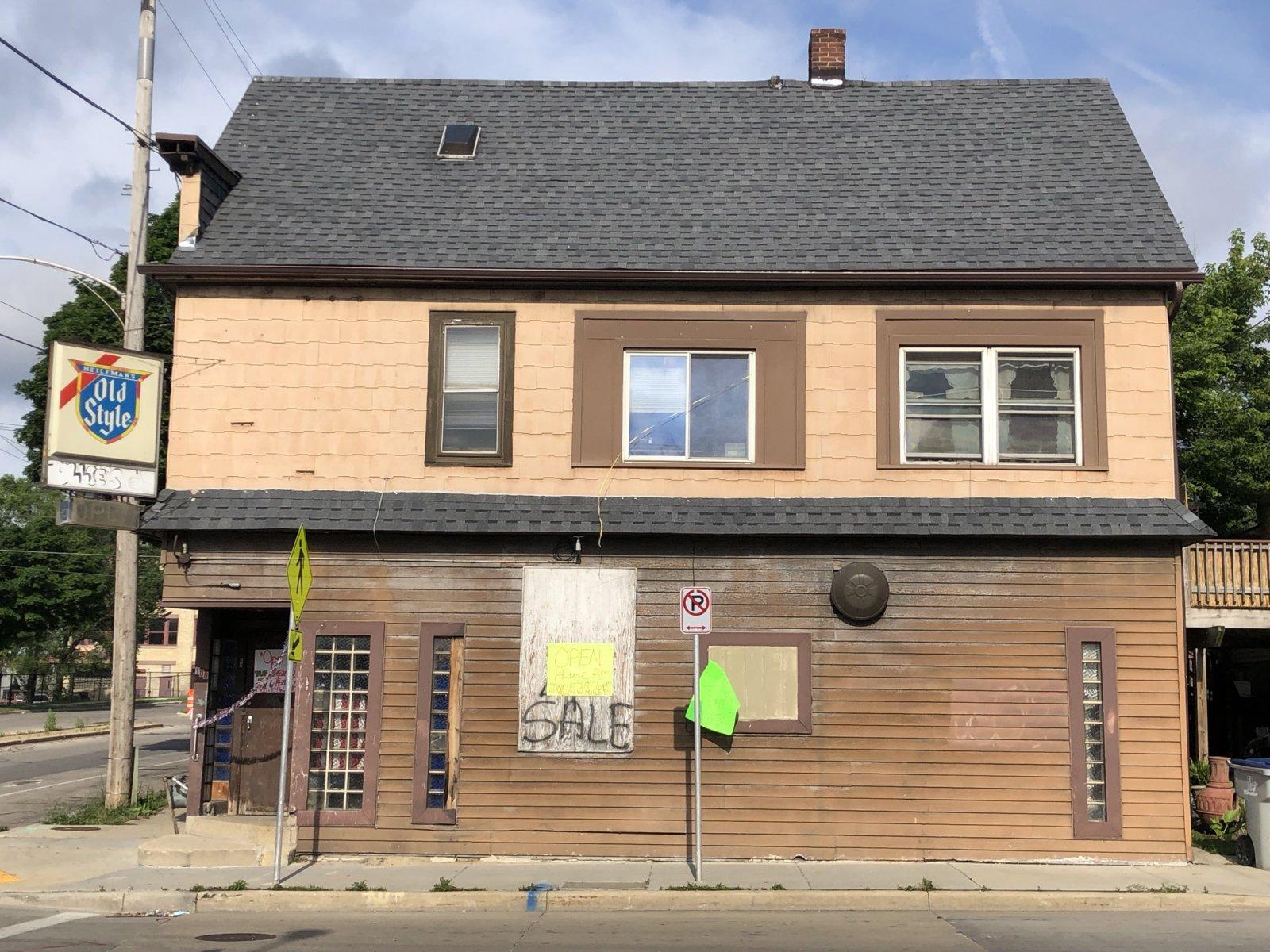 Ollie\'s, 100 W. Maple St.