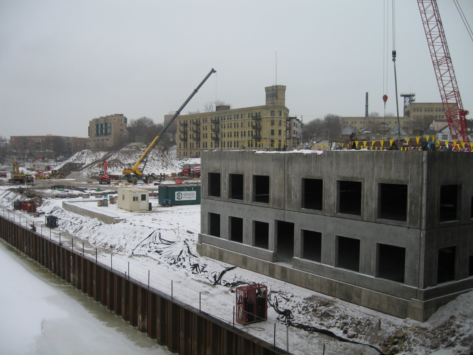 Construction of the River House apartment complex