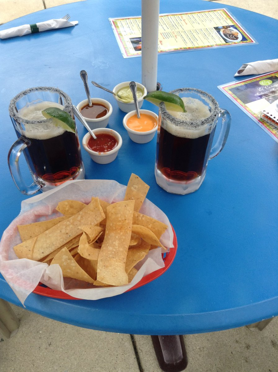 El Canaveral: Chips with four sauces