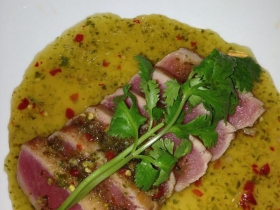 Tuna tataki with Thai spicy sauce
