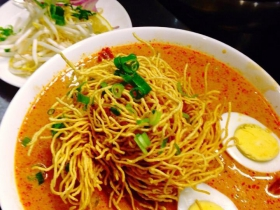 Khaosoy (traditional Northern Thai noodle with Curry)