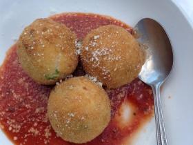 Tenuta's Italian Restaurant: Arrancini