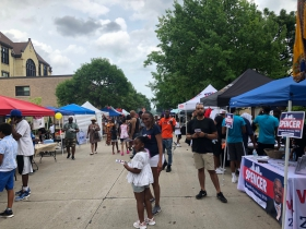 Early Crowd at Garfield Avenue Festival
