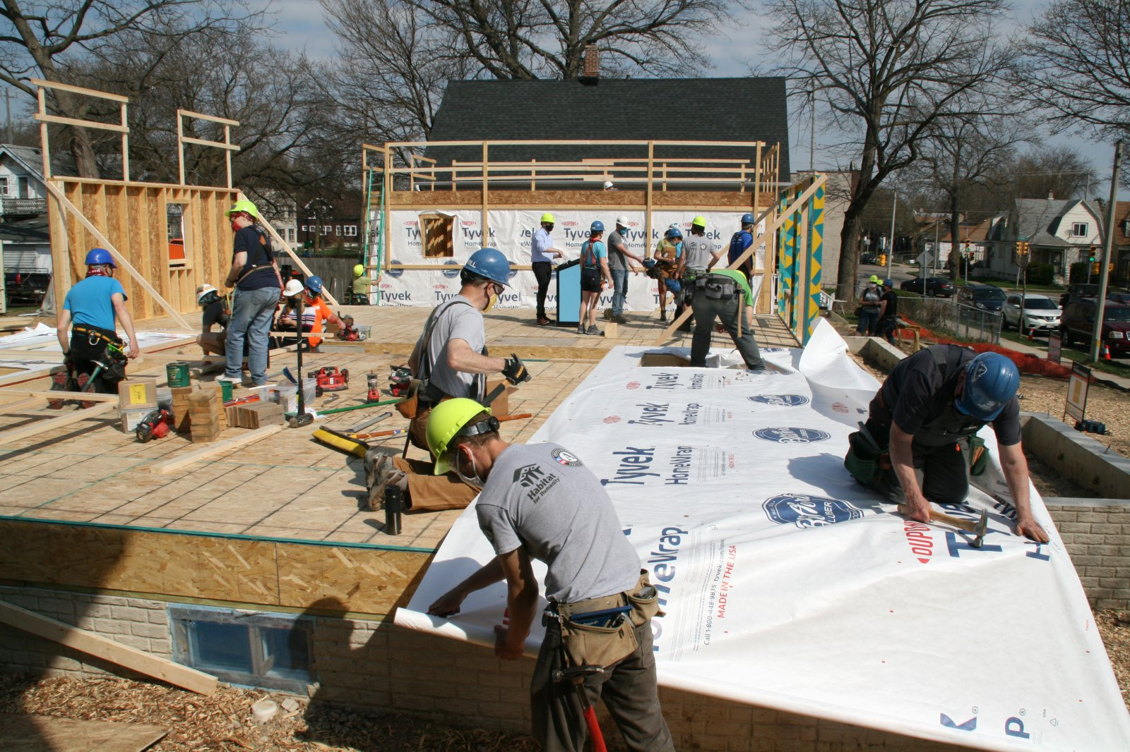 Volunteers Build Houses