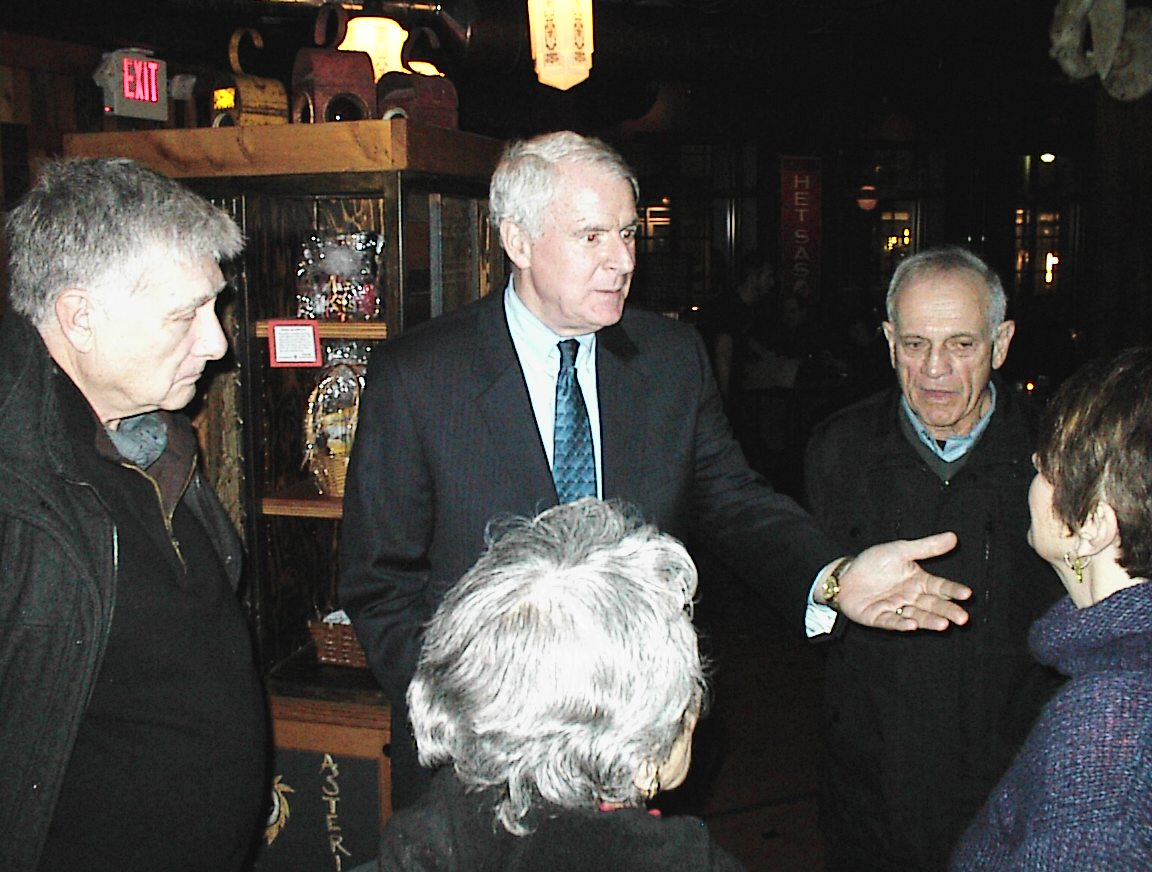 Mayor Tom Barrett makes a point to supporters of Rep. Jon Richards at a fundraiser.