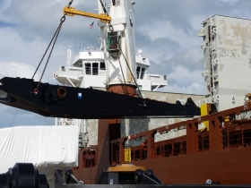 Mining shovel component for Sweden being loaded on ship, May 2015