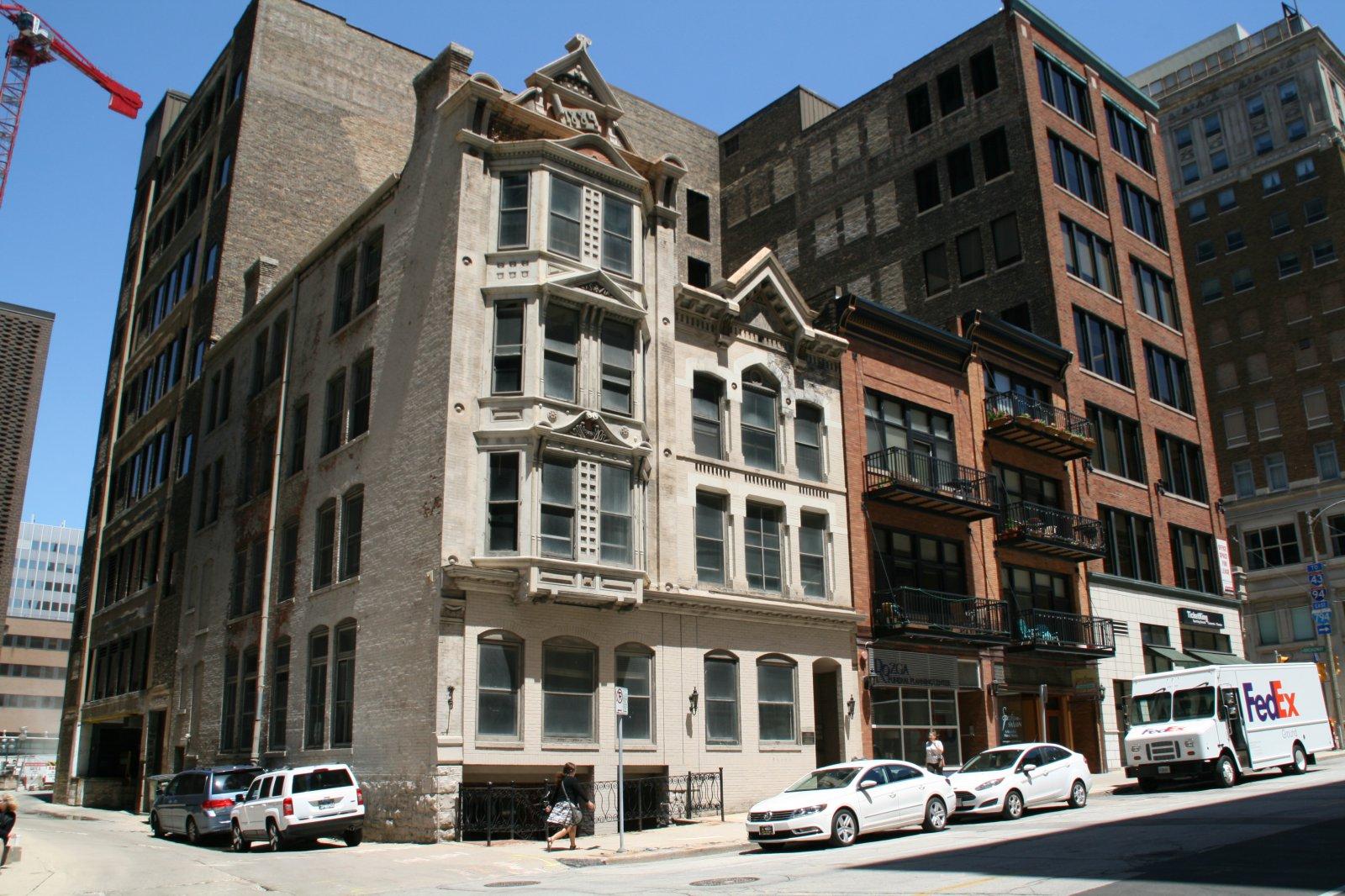 Milwaukee Abstract Association Building and Milwaukee News Building