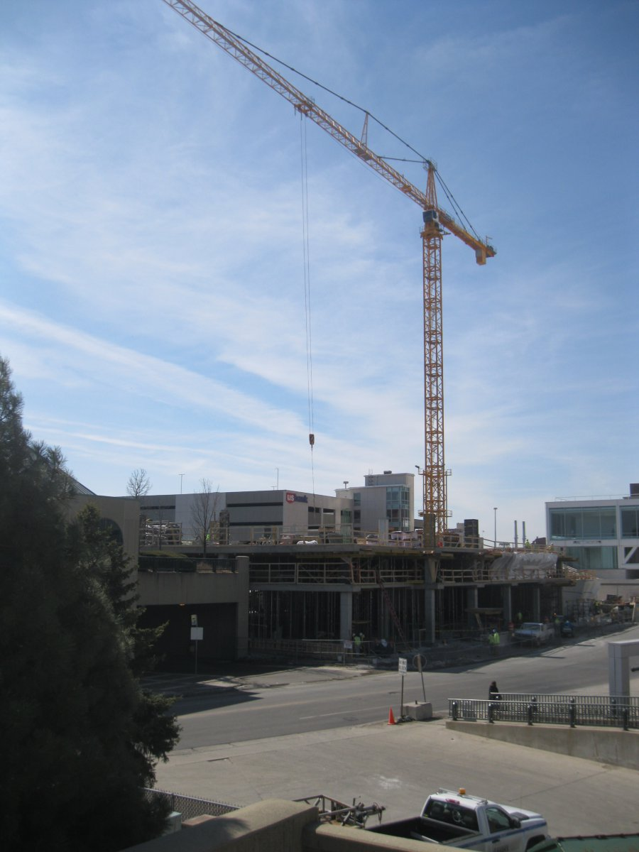 Construction of 833 East.