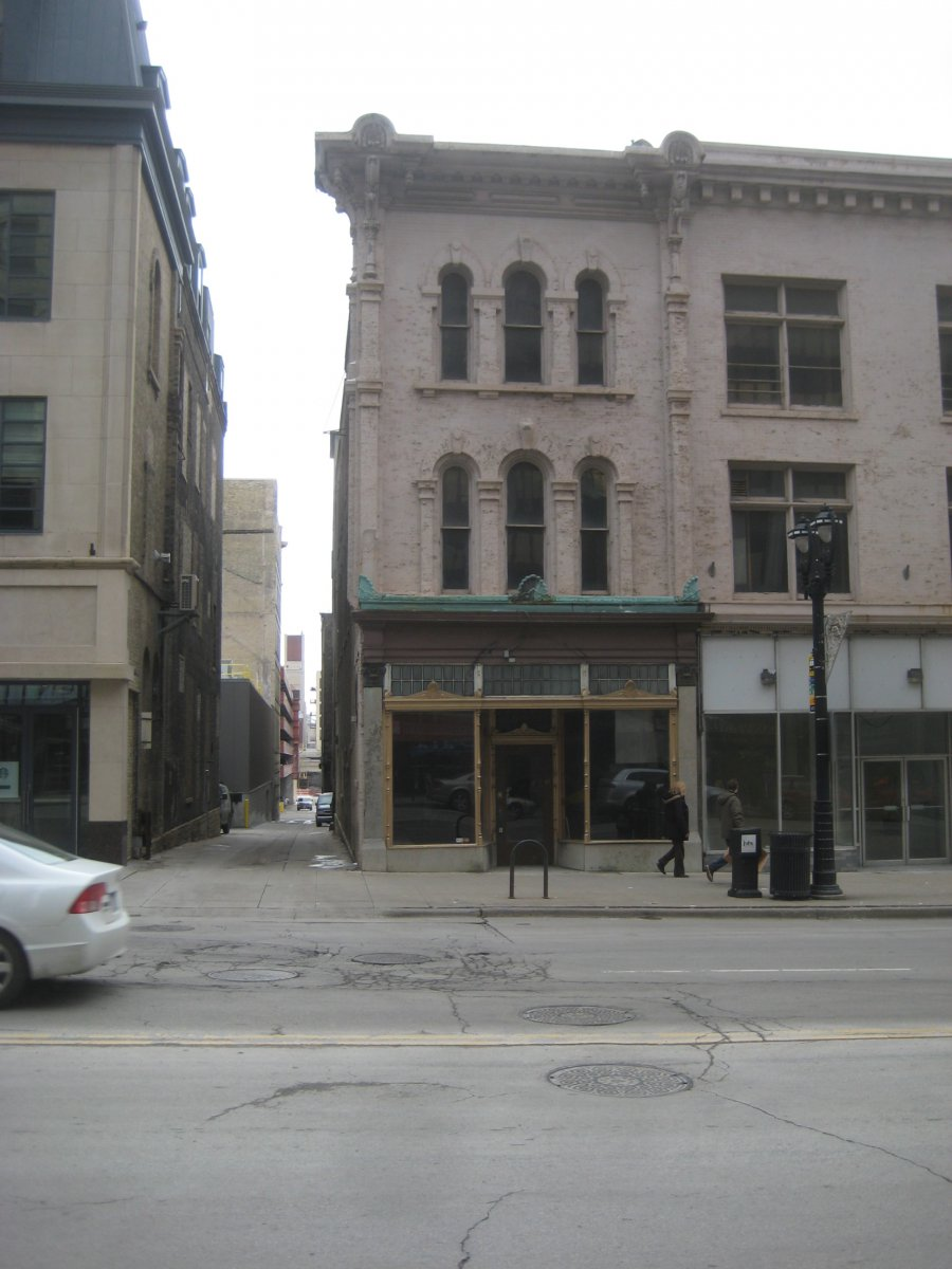This urban location for Amilinda is located on E. Wisconsin Ave. adjacent to a very old alley between N. Milwaukee St. and N. Broadway.