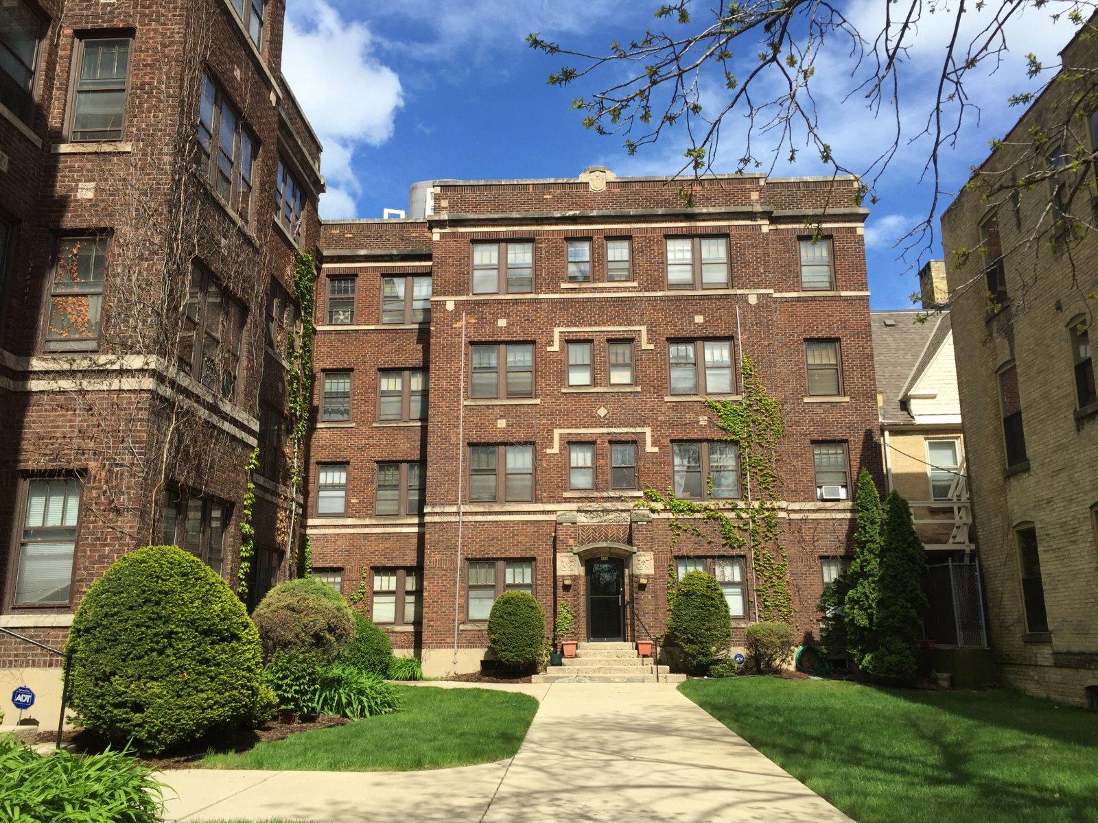 Candon Court, 804-808 N. Van Buren St.