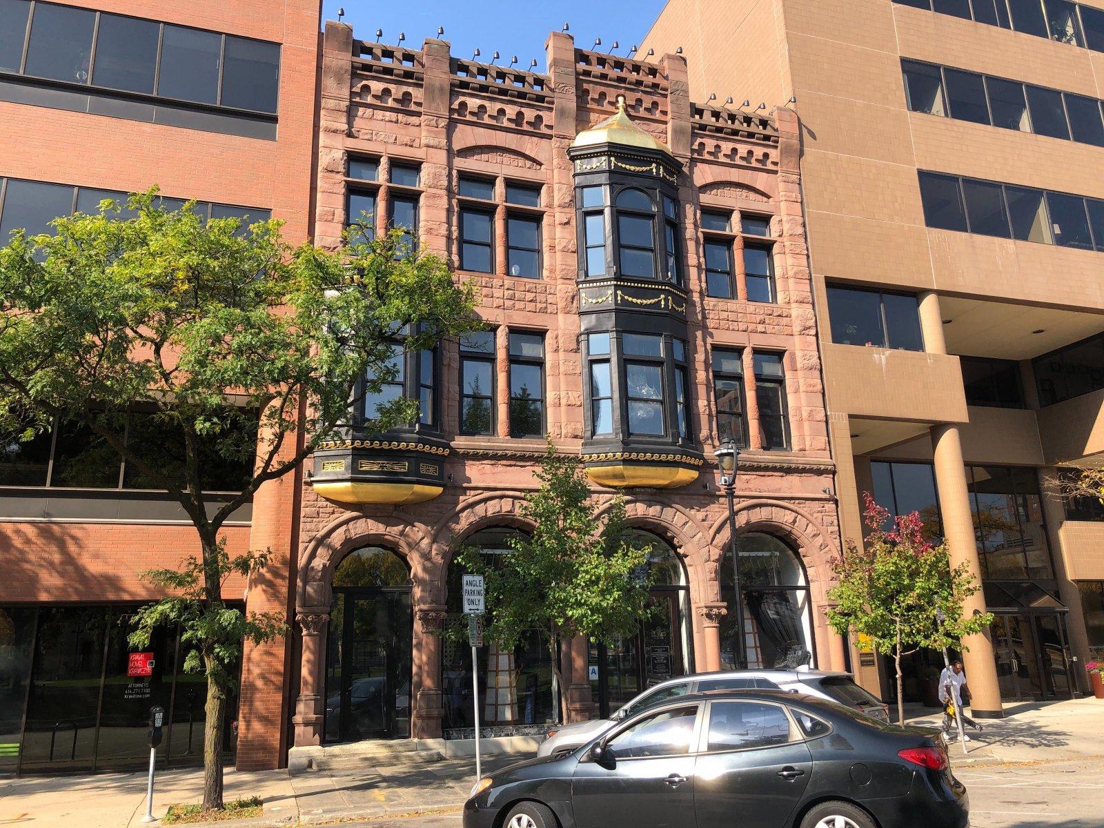 831-833 N. Jefferson St.