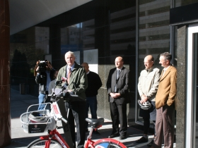Mayor Barrett breaking the bike-sharing news.