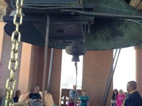 Children ringing the bell.