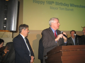 Ald. Michael Murphy (l), Mayor Tom Barrett (r)