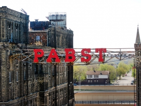 Pabst Sign.