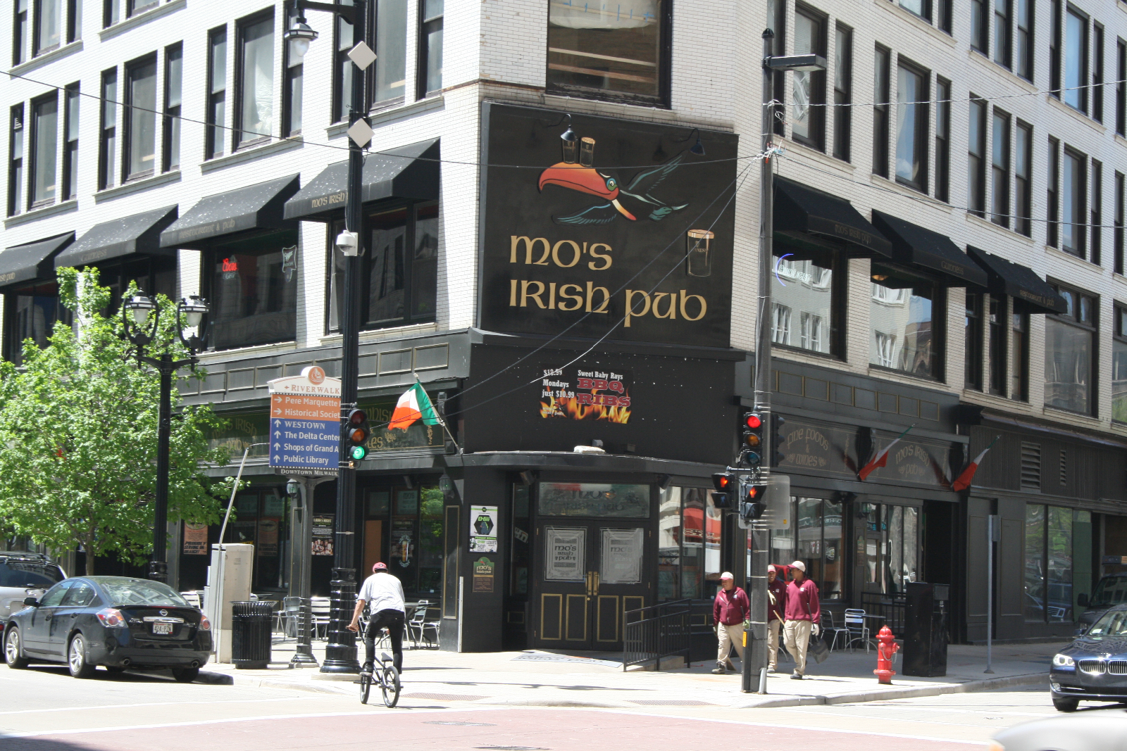 Mo\'s Irish Pub