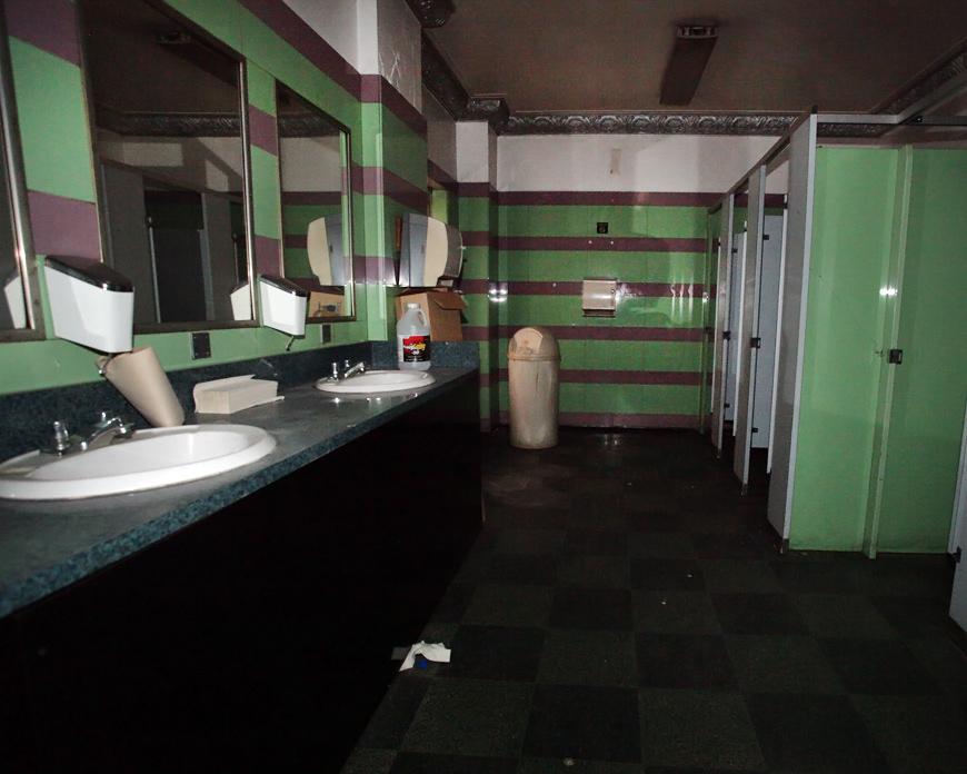 Grand Warner restroom.