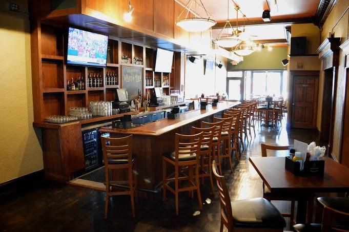 Bar at Who\'s on Third.