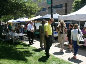 Vendors along the Sidewalk