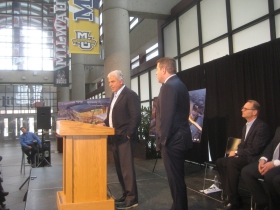 Michael Fascitelli and Peter Feigin at the podium.
