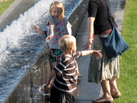 Cooling off at the Lakefront Festival of Art, South Fountain