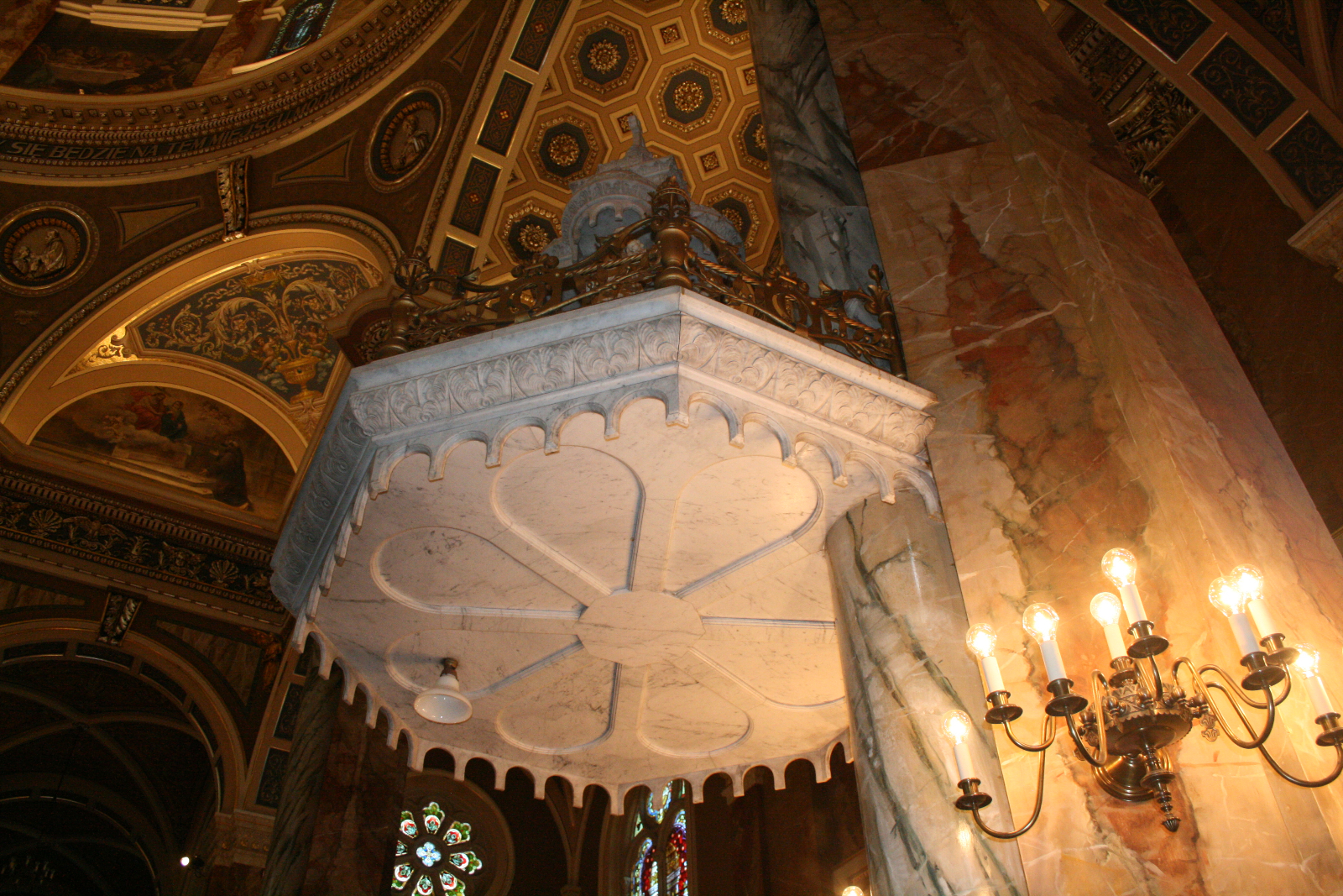 The top of the Pulpit is suspended in air.