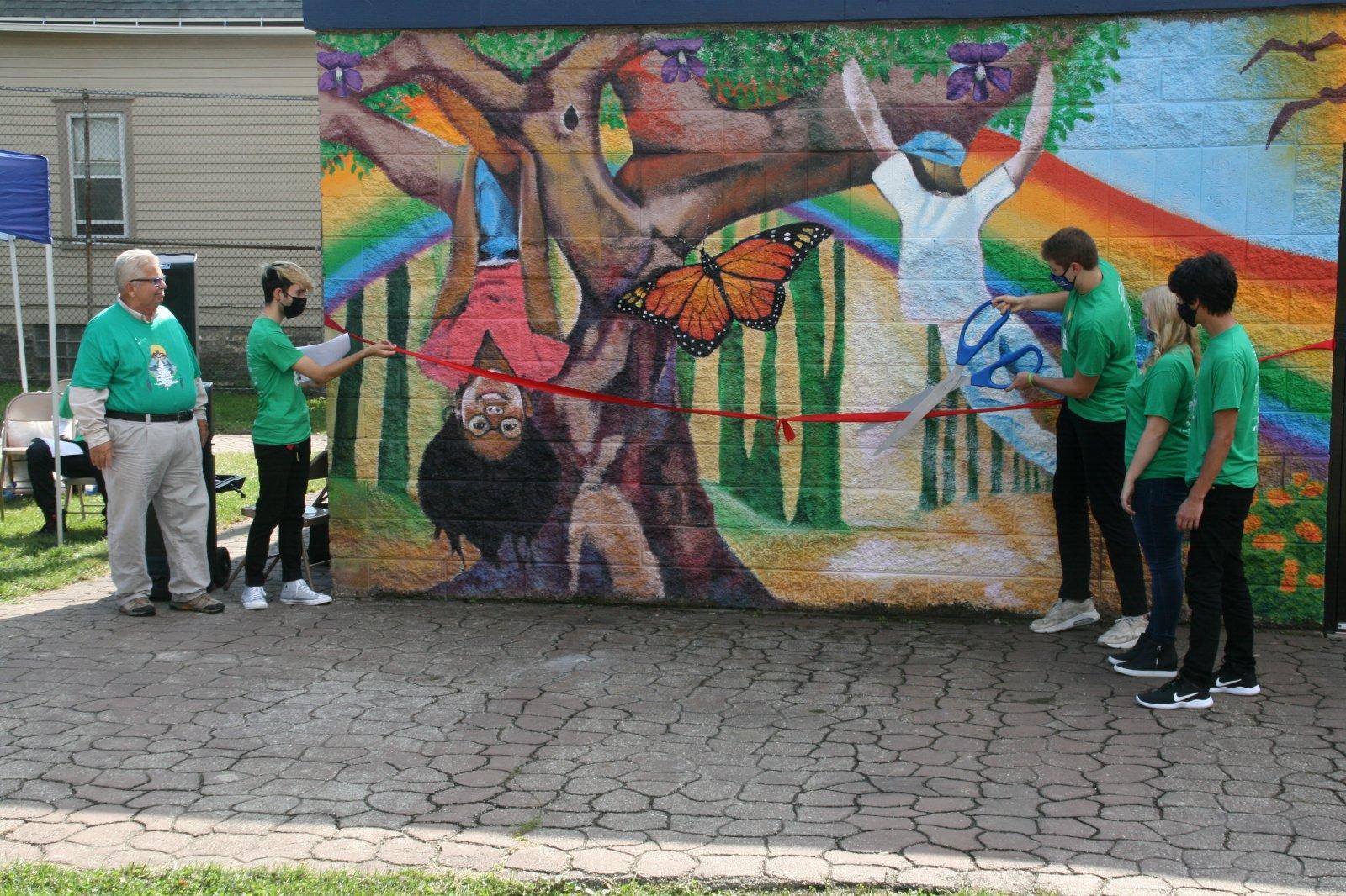 MSOE Students Cut Ribbon on Pulaski Playfield Mural