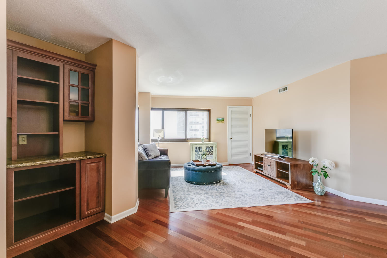 1633 N. Prospect Ave., Unit 7E