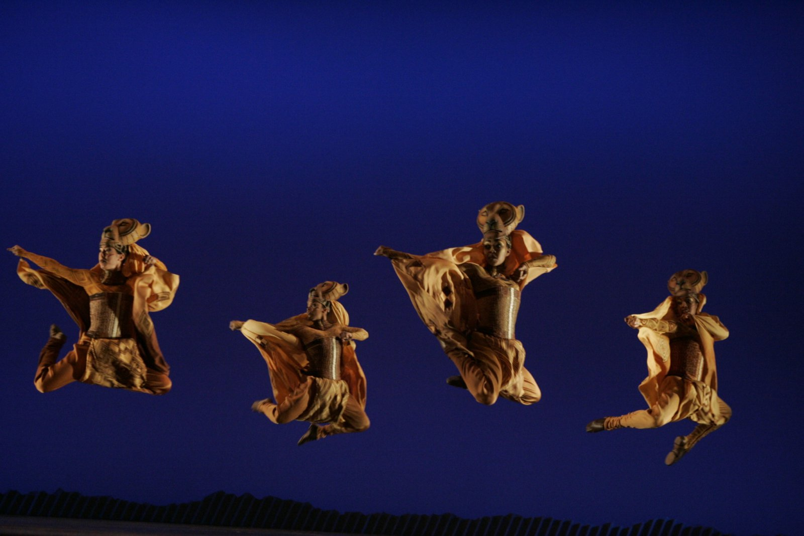 Lionesses Dance in THE LION KING National Tour.