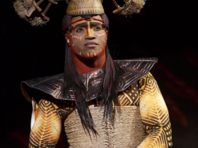 L. Steven Taylor as Mufasa in THE LION KING National Tour.