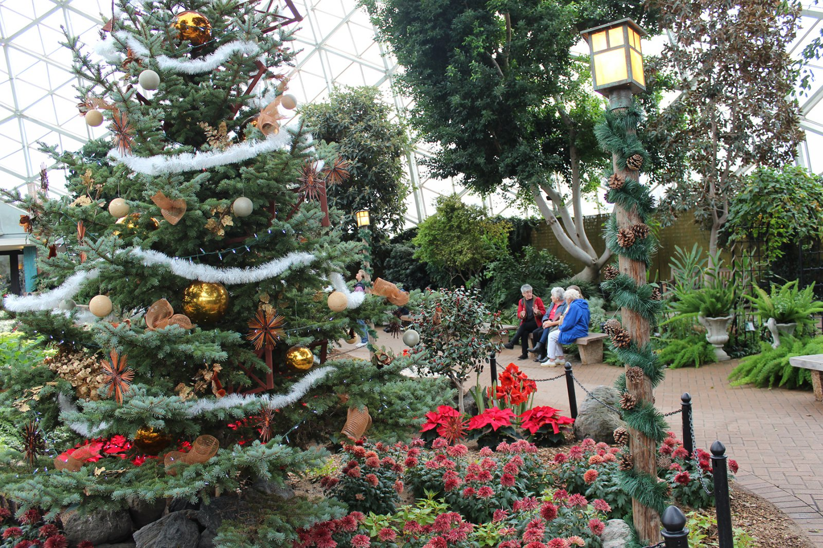 2016 Domes Holiday Display in Show Dome