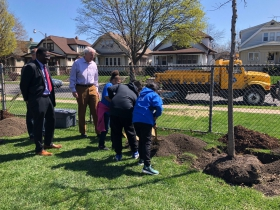 Zablocki Students Plant a Tree