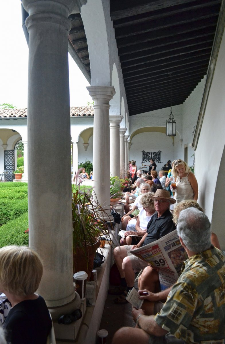 Guests enjoying the performance during Cafe Sopra Mare