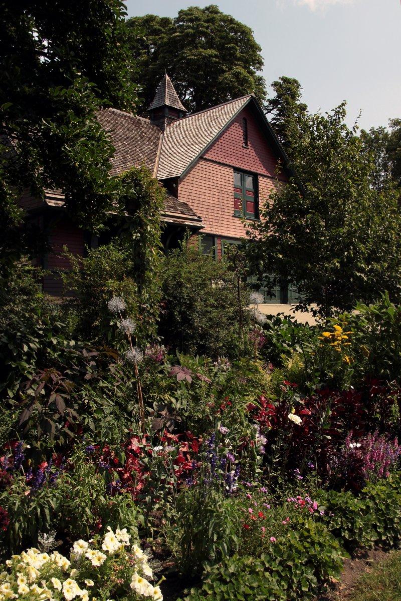 Kneeland-Walker House coach house and garden