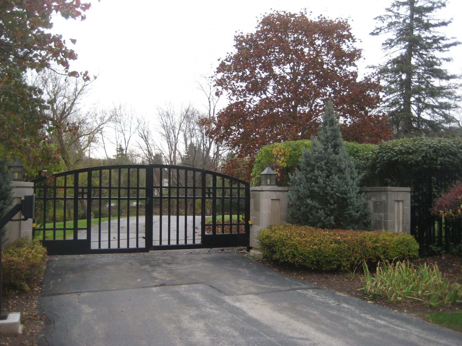Gate to O. J. Mayo\'s River Hills McMansion.