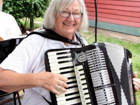 Accordionist, Carol Karps from Music From The Hart