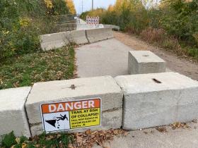 Oak Leaf Trail Closed