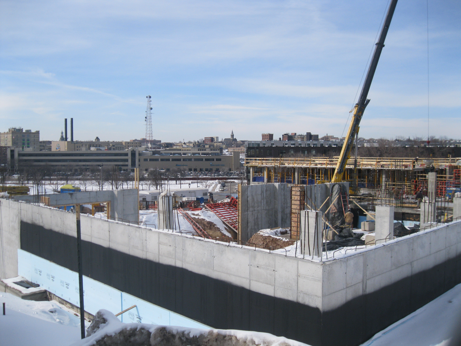 The Avenir begins to rise in the Park East.