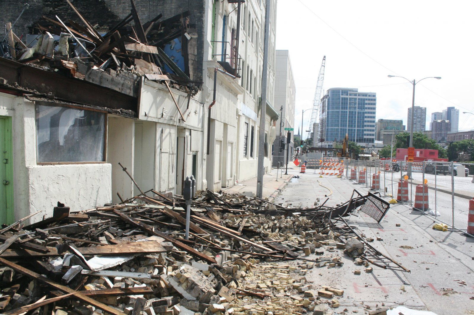 Demolition of the Sydney Hih.