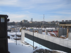 Despite the cold construction of the Avenir continues.