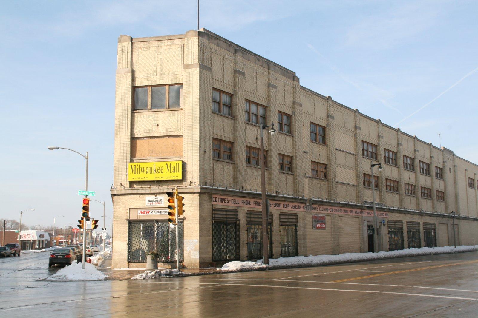 Milwaukee mall urban milwaukee for Craft fairs milwaukee wi