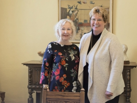 Mental health advocate and Mount Mary alumna Billie Kubly '57, meets with university president Dr. Christine Pharr.