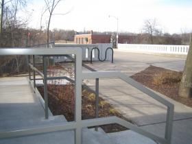 Access to the Oak Leaf Trail.