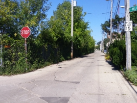 the-north-end-of-weil-street-is-little-more-than-an-alley_csws